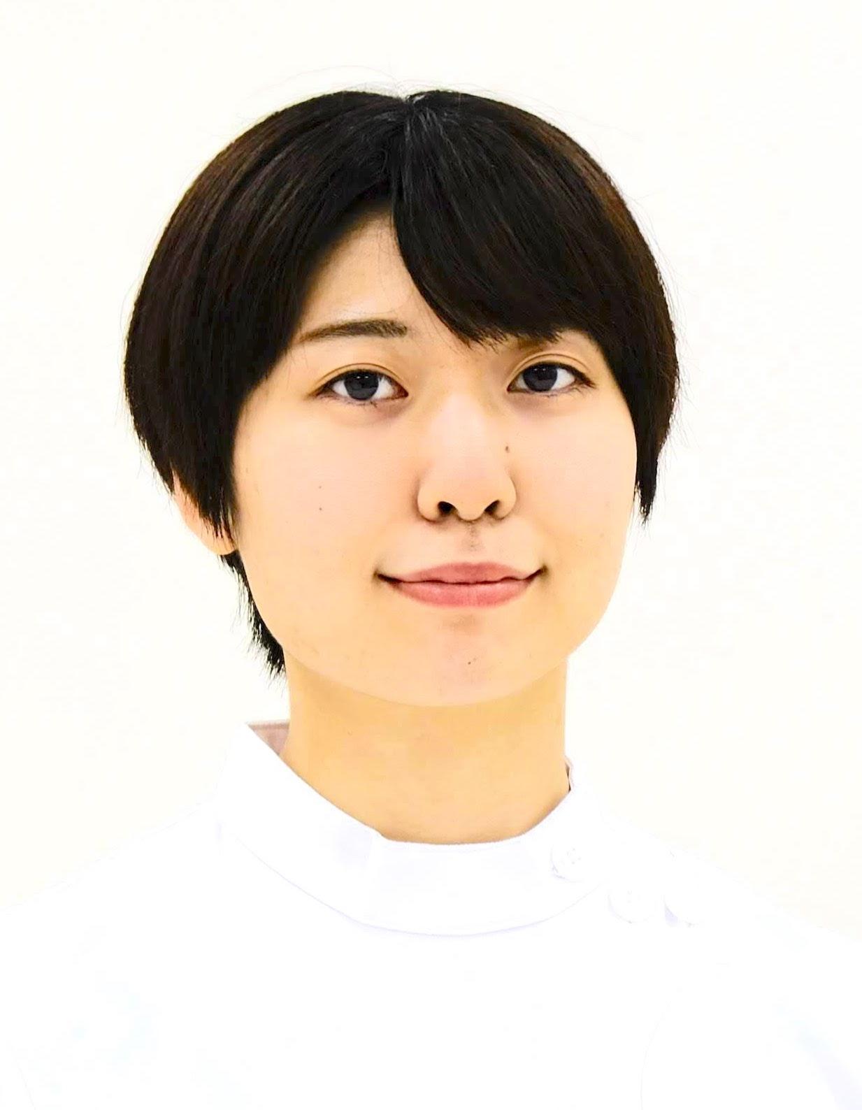 市川 瞳 顔写真